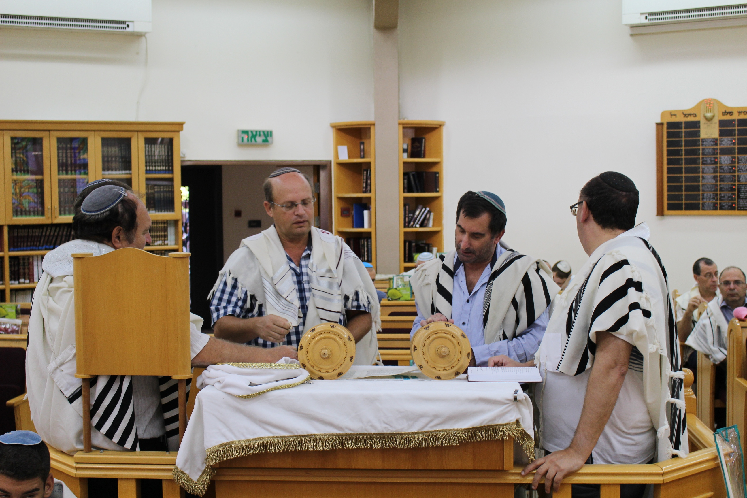 90-pray-in-the-synagogue_img_2661
