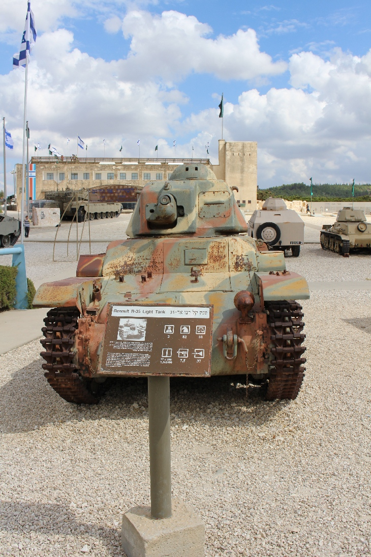 1096 Renault R35 Light Tank
