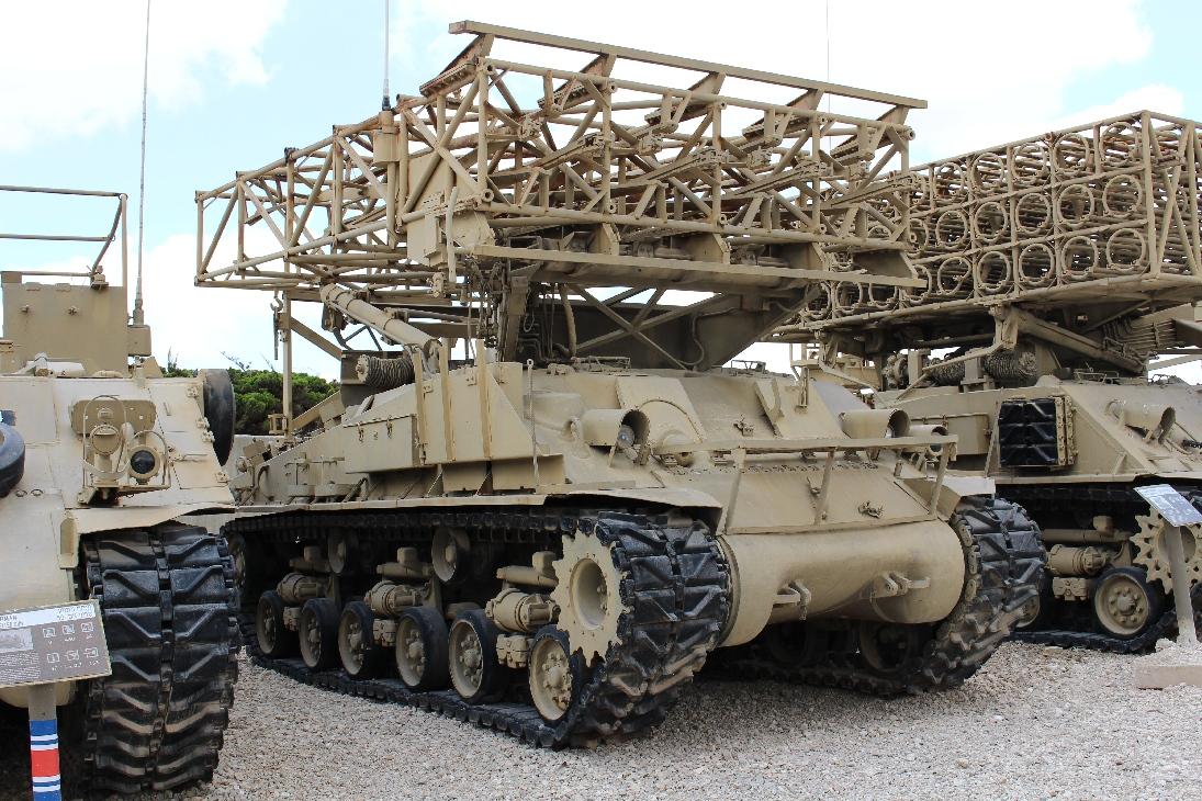 1105 Raketenwerfer 290mm auf Sherman Fahrgestell