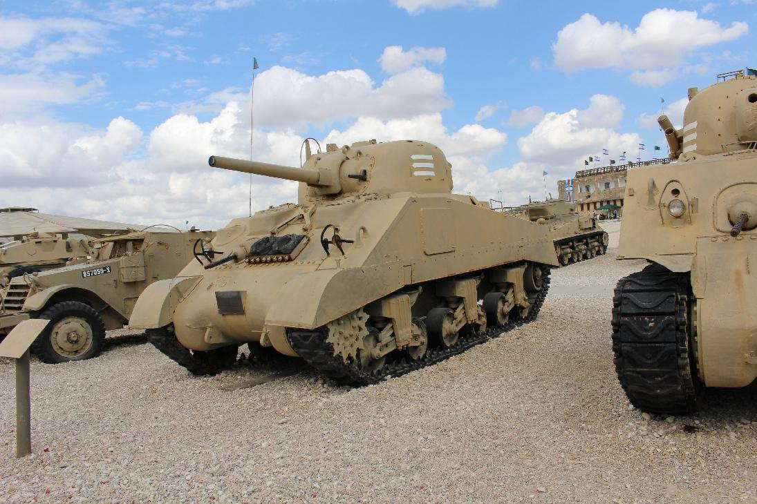1110 M4A3 Sherman Tank linke Seite