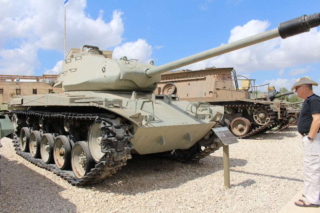 1124 M41A3 Walker Bulldog Tank